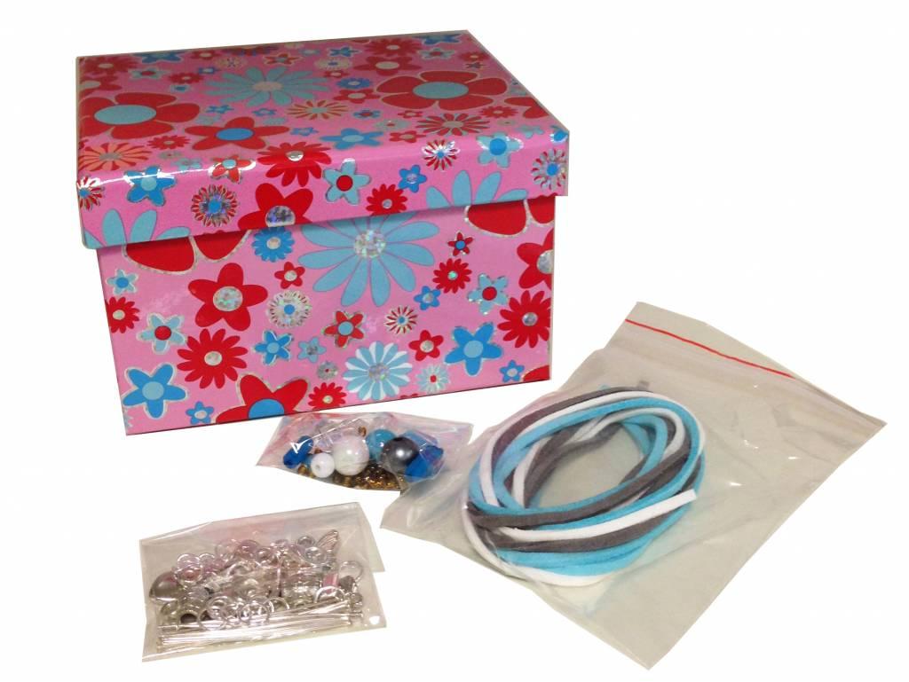 armband maken in bewaar doosje met naam