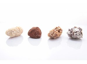 Château Blanc Assorted Chocoalte Truffles 270 gram