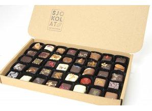 SJOKOLAT 45 assorted chocolates in presentation box