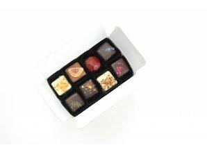 SJOKOLAT Assortment of 14 handmade chocolates
