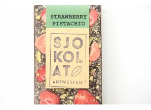 SJOKOLAT A dark chocolate bar with strawberries and pistachio nuts