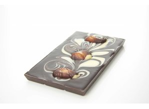 SJOKOLAT A dark chocolate bar with chocolate sea shells