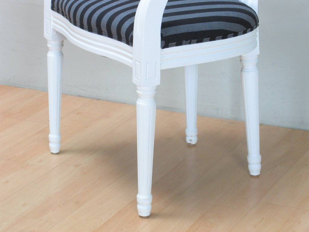 Witte stoel met armleuning rococo met zwart gestreepte bekleding