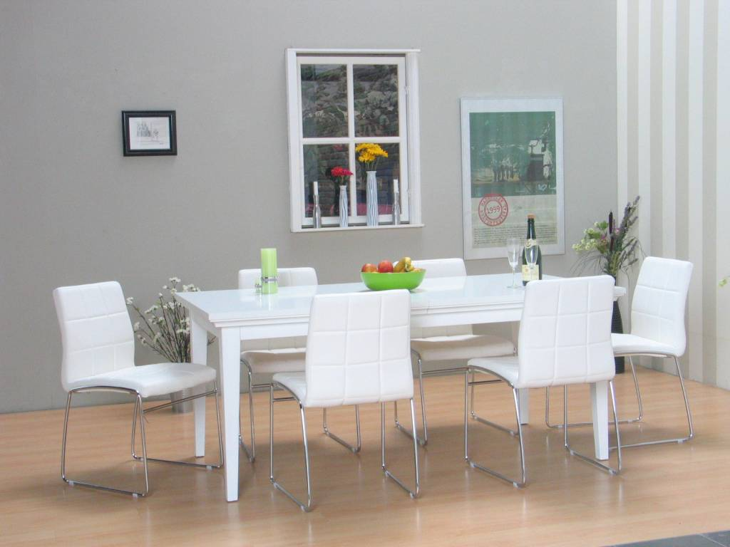 Eethoek met stoelen for Witte moderne stoelen