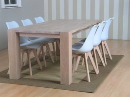 Eethoek whitewash eiken Grand met 6 kuipstoelen wit Charlie