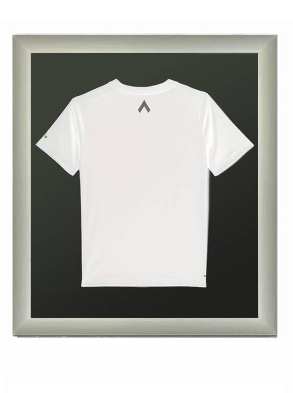 T-shirt , voetbalshirt of andere kleding inlijsten