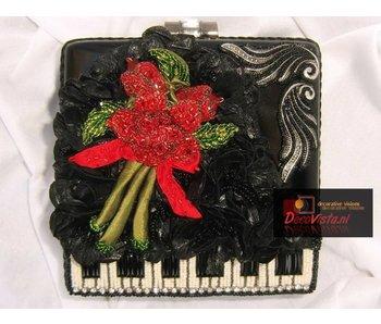 Mary Frances Baby Grand - Mary Frances handbag / minibag
