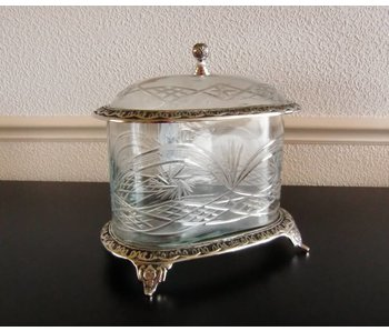 Baroque House of Classics Classic cut glass jar with lid