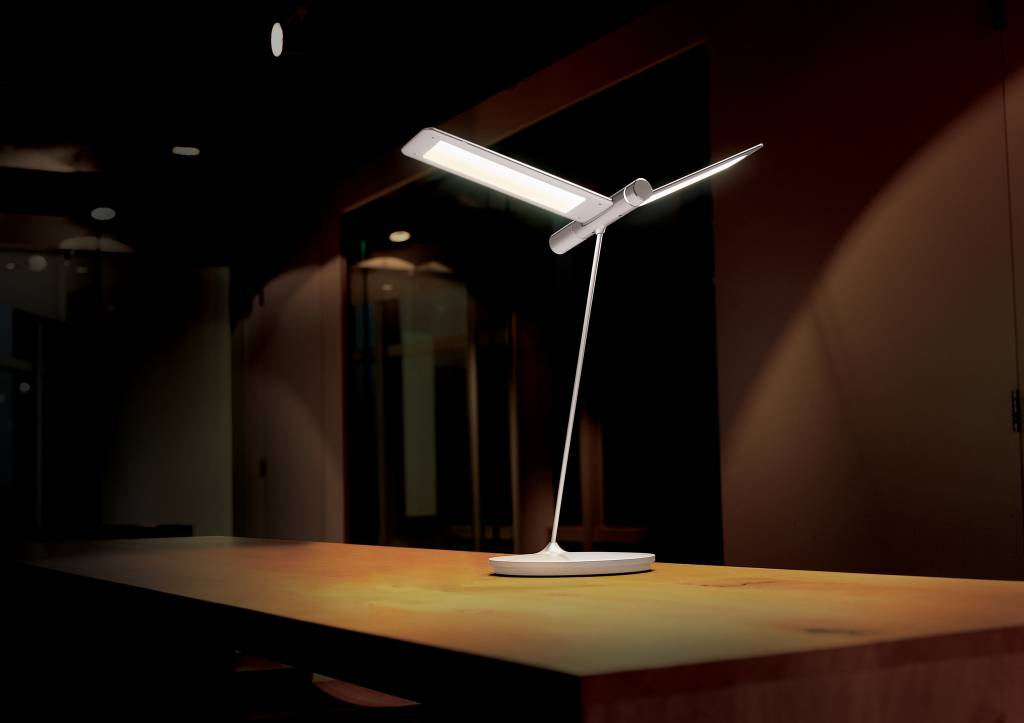 QisDesign Seagull - LED table lamp / reading lamp ...