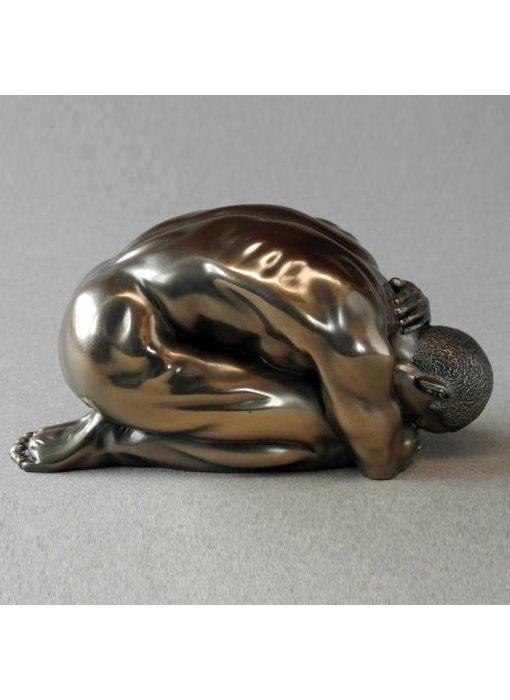 BodyTalk Kniender Akt Skulptur Mann - S