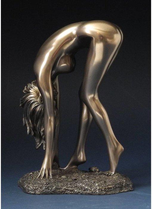 BodyTalk Female nude - stooping