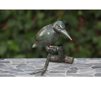 Bronzen ijsvogel op tak, groene patina