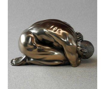 BodyTalk Kniender Akt Skulptur Mann - M