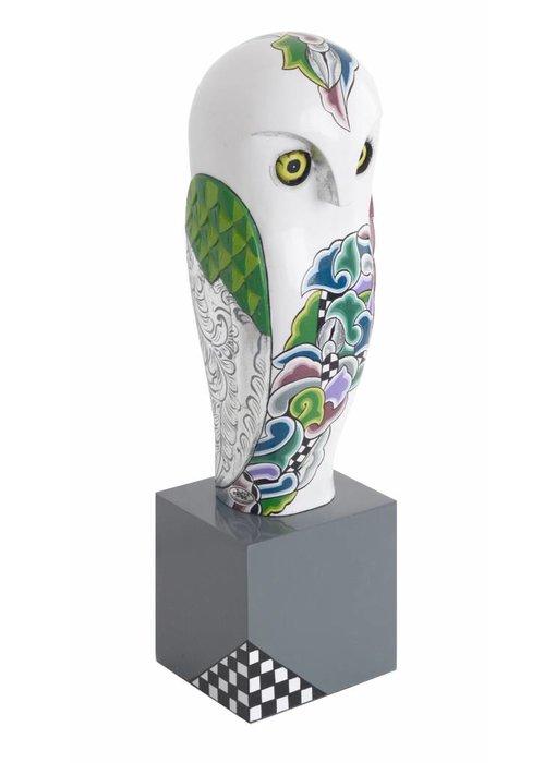 Toms Drag Snowy owl sculpture on pedestal  (SL) - L