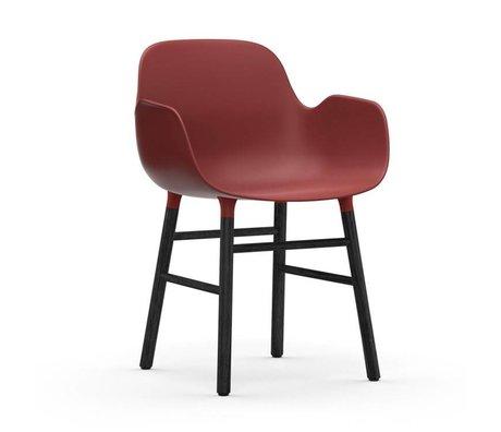 Normann Copenhagen Stuhl mit Armlehnen Formular rot schwarz Kunststoff Holz 80x56x52cm