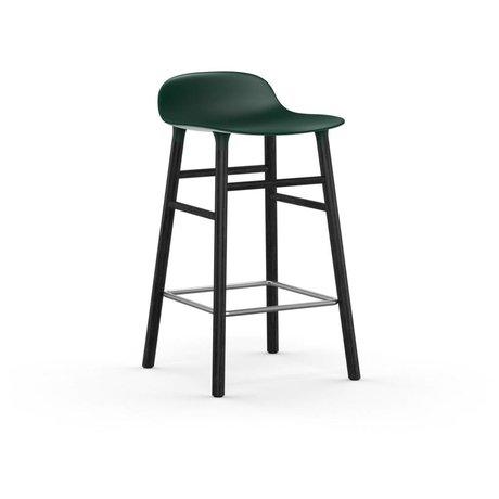 Normann Copenhagen Stuhlform schwarzer Kunststoff Eichenwickler 65cm
