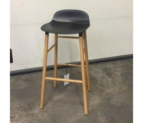Normann Copenhagen Alte Sammlung Stuhlform aus schwarzem Kunststoff Eiche 65cm