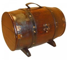 "Tonvormige koloniale houten kist ""Dominica"" (afmeting buitenmaats 357 x 220 x 224 mm)"