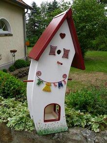 Greenwood Bird feeding Stuives House Inn