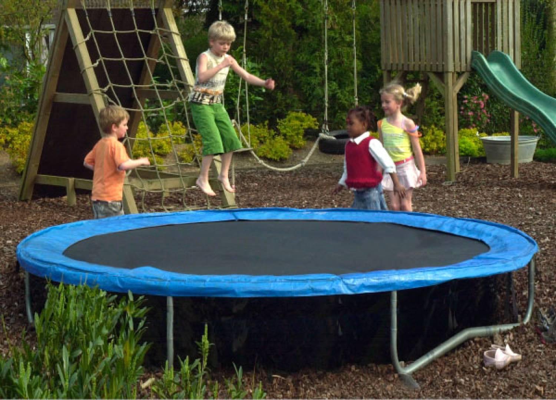 comment monter un trampoline alice garden. Black Bedroom Furniture Sets. Home Design Ideas