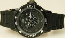 Goedkope Q&Q horloges kopen? Citizen dameshorloge zwart (Love, Hope, Peace en Joy)