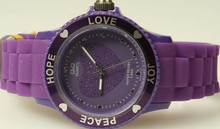 Goedkope Q&Q horloges kopen? Citizen dameshorloge paars (Love, Hope, Peace en Joy)