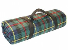 Luxury picnic rug with green tartan and carrying handle (size 135 x 175 cm)