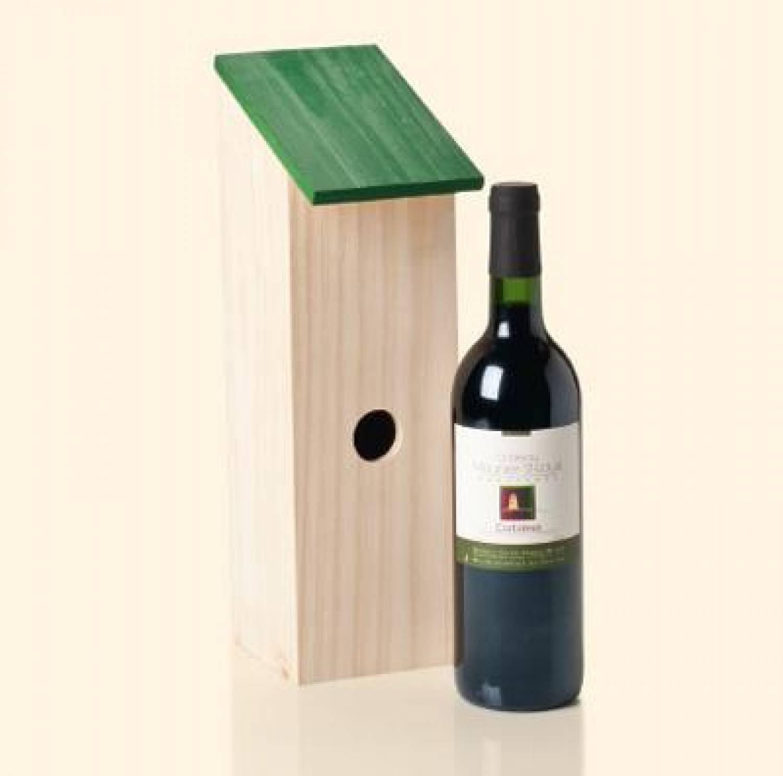 g nstige vogelh uschen aus holz angebracht eine flasche. Black Bedroom Furniture Sets. Home Design Ideas