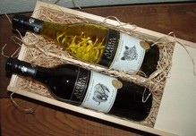 Wijnpakket Afrika Klassiek (2-vaks wijnkist met schuifdeksel incl. 2 flessen Afrikaanse wijn, 1x wit en 1x rood, opgevuld met houtwol)