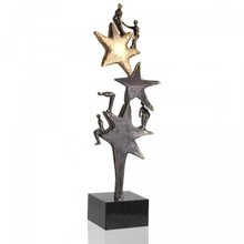 "Skulptur ""The Star Team"" verbronst herunder fri graveerplaatje"