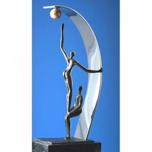 """Скулптура """"Плодът Бране добро сътрудничество"""""""