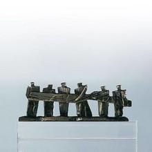 """Sculptuur """"Samen de Zaak van de Grond tillen"""""""