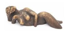 """Sculptuur """"Liggende Vrouw"""""""