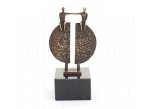 """Sculptuur met thema """"Overbrugging"""" ca. 15 cm hoog (incl. sokkel)"""