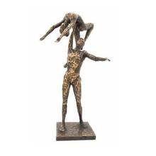 """Sculptuur """"Op Handen gedragen"""""""
