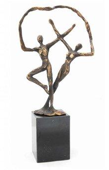 """Skulptur med temaet """"Forbundethed"""""""