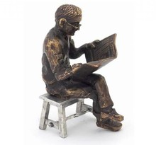 "Sculpture theme ""Newspaper Reader on stool"""
