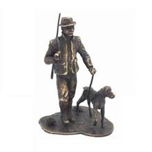"Skulptur ""Hunter med Hund"" (materiale 95% tin, bruneret)"