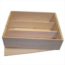 Tre-compartment lyst træ vinkasser med en løs låg