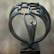 "Sculpture theme ""join hands together"" (19 cm)"