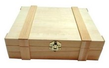 3-compartment wooden wine boxes with hinged lid with moldings (dimensions 370 x 315 x 104 mm)