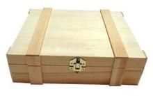 3-rums træ vinkasser med hængslet låg med lister (dimensioner 370 x 315 x 104 mm)