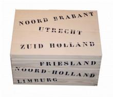 Houten scheepskisten met alle namen van alle provincies van Nederland (afmeting 400 x 300 x 230 mm)