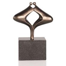 """Скулптура """"Силата на подобна Trust"""""""