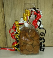 Cheap pepernootjes (ginger nuts) in a transparent container with decorative ribbons (100 grams)