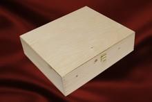 Халосни дървени 4-бен кутии за вино с подвижен капак (с две панти и брава)
