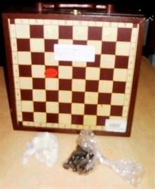 3-bin vin kasse med et skakbræt (inkl. Skakbrikker)