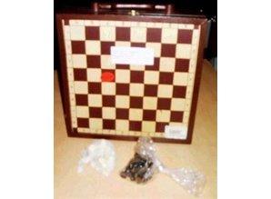 3-vaks wijnkist voorzien van een schaakbord (incl. schaakstukken)