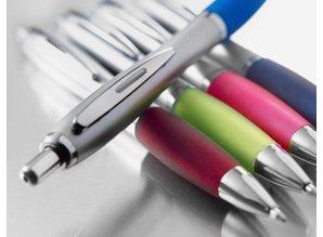 Kunststof balpennen met metalen clip en rubber grip!