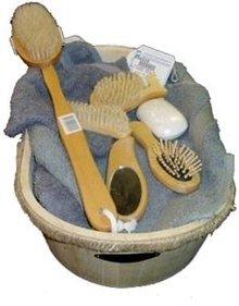 Houten badset ongelakt (inhoud badset: 1 badkuip, 1 badborstel, 1 haarborstel, 1 nagelborstel, 1 voetnagelborstel en 1 spiegeltje)